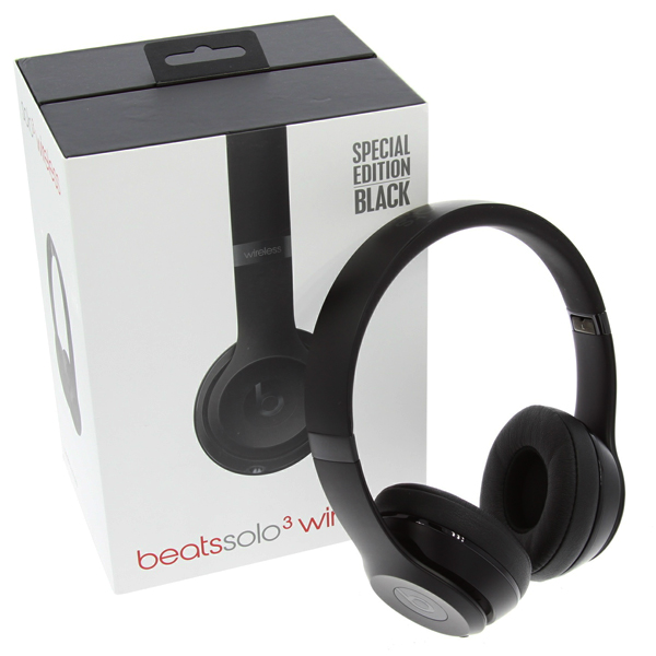 Beats Solo3 Wireless Headphones in the box